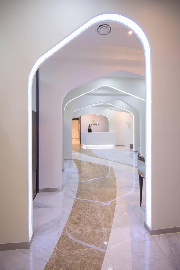 내부공간1: 건축사사무소 재귀당의  서재 & 사무실