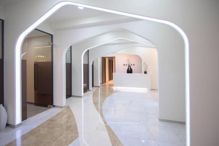 내부공간2: 건축사사무소 재귀당의  서재 & 사무실