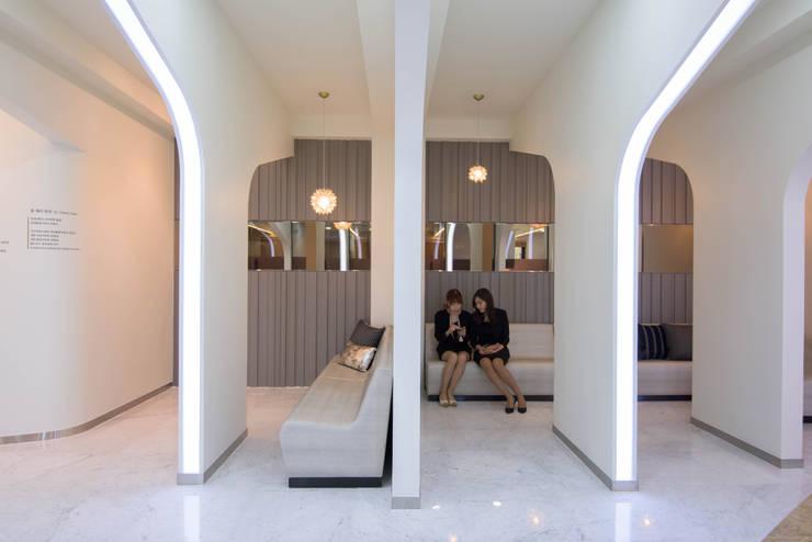 내부공간5: 건축사사무소 재귀당의  서재 & 사무실