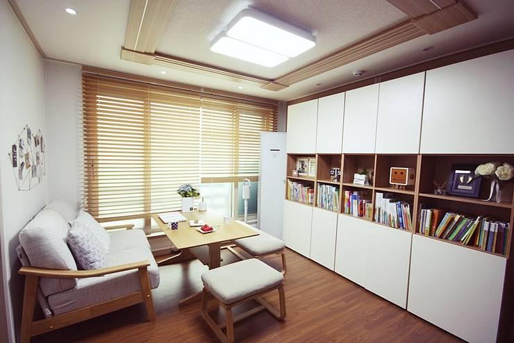 [홈라떼] 기존 가구 활용해 아늑한 집 꾸미기 - 거실: homelatte의  거실,미니멀