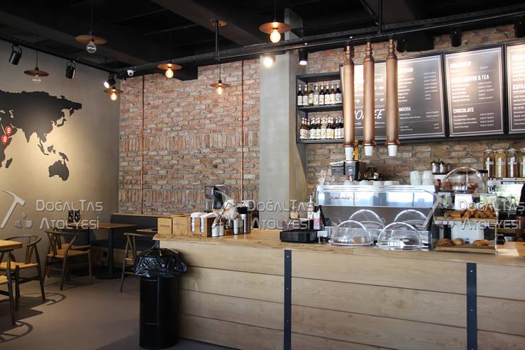 Doğaltaş Atölyesi – Espresso Lab – Kahve Mağazaları:  tarz Duvarlar, Rustik Tuğla