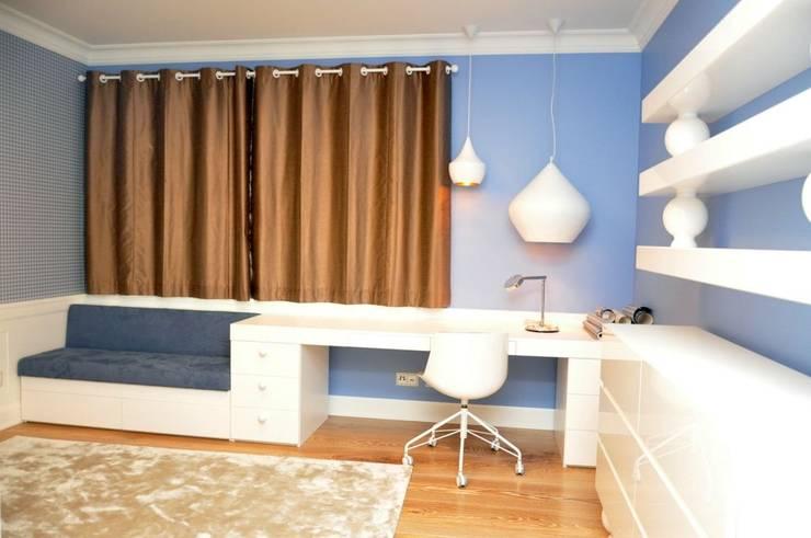 Zasłona w pokoju nastolatka: styl , w kategorii Okna zaprojektowany przez Gama Styl