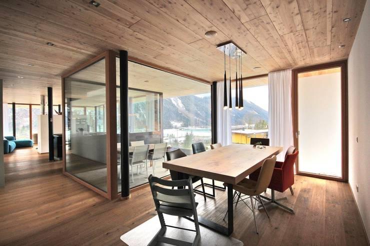Projekty,  Jadalnia zaprojektowane przez BESTO ZT GMBH_ Architekt DI Bernhard Stoehr