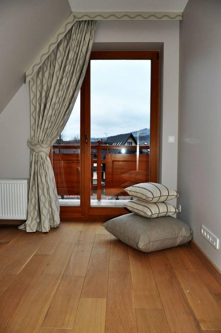 Zaslony lniane w sypialni: styl , w kategorii Okna zaprojektowany przez Gama Styl