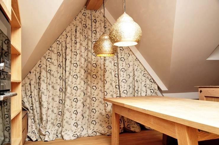 Zasłony lniane z haftem w kuchni: styl , w kategorii Okna zaprojektowany przez Gama Styl
