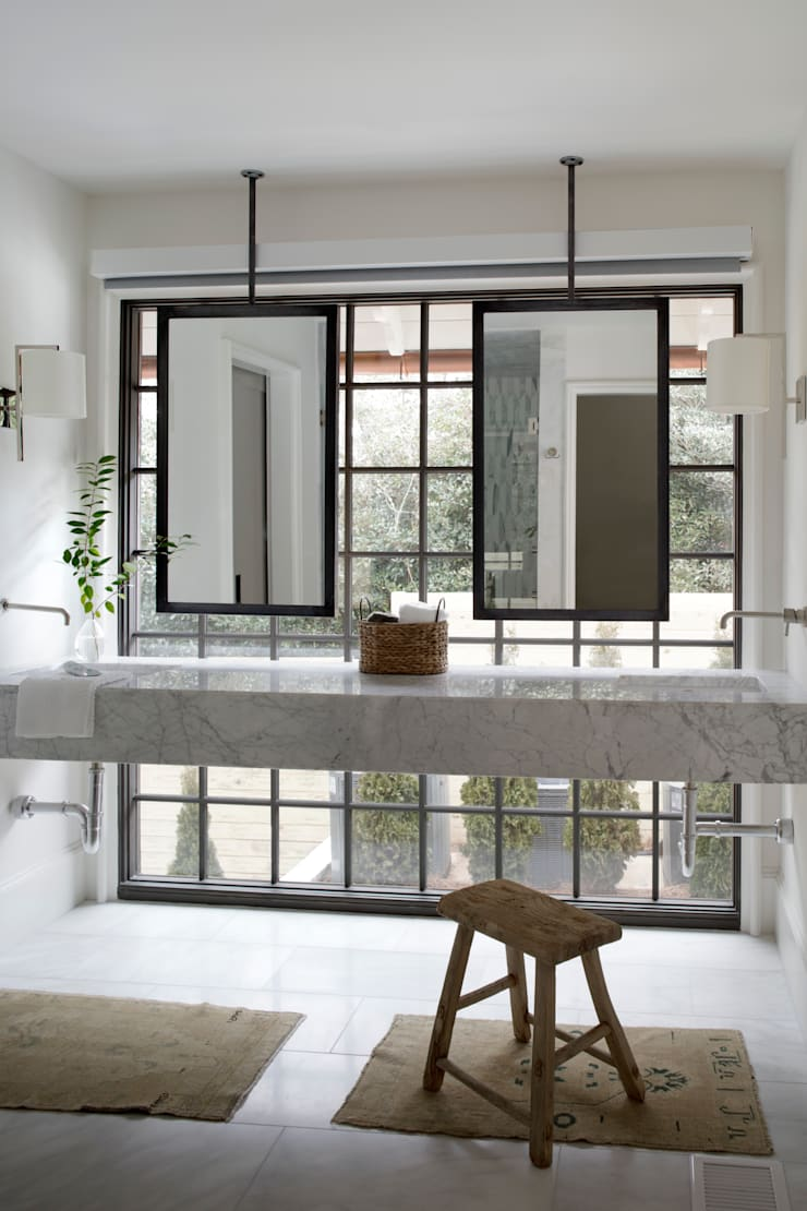 Ridgeview Showhouse: eclectic Bathroom by Christopher Architecture & Interiors