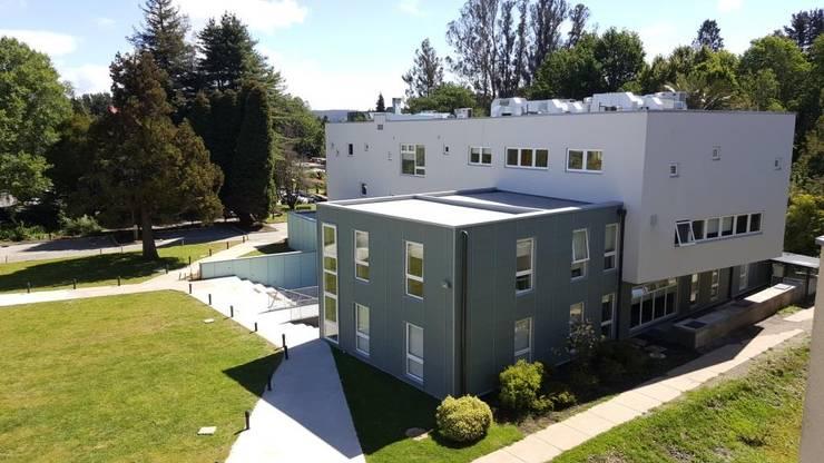 EDIFICIO DE ANATOMIA HUMANA: Casas de estilo  por EjeSuR Arquitectura