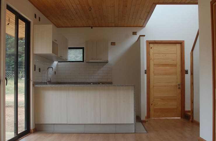 Cocina y madera: Cocinas de estilo  por Lares Arquitectura