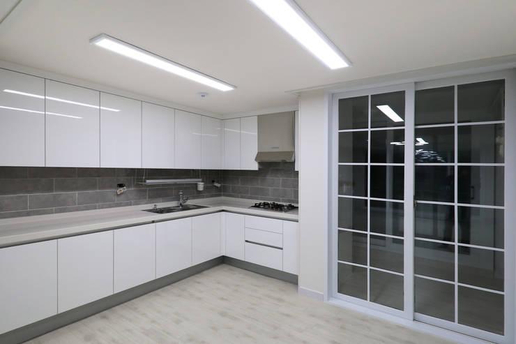 Kitchen by 금화 인테리어