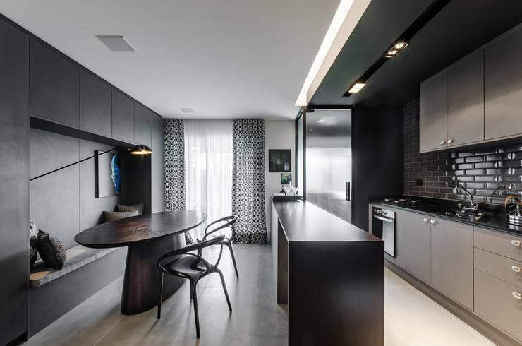 Hotspot 105: Salas de jantar  por Tiago Rocha Interiores