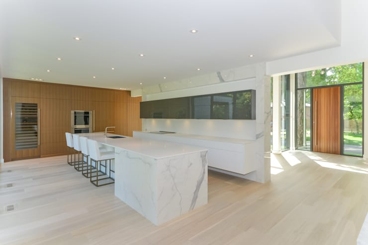 Rockcliffe Park: modern Kitchen by Flynn Architect