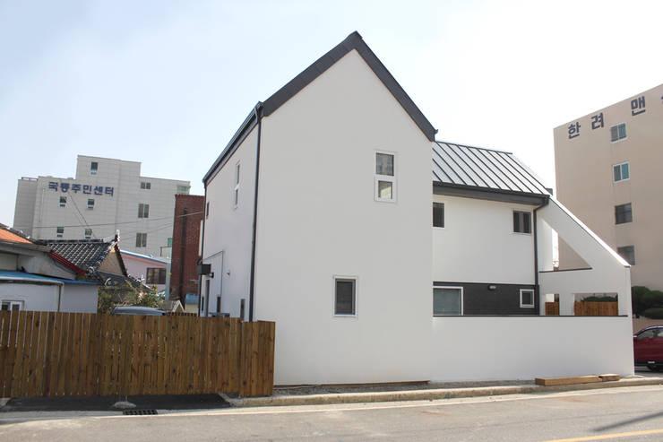 여수 국동 신혼부부의 둥지주택: 꿈꾸는목수의  주택