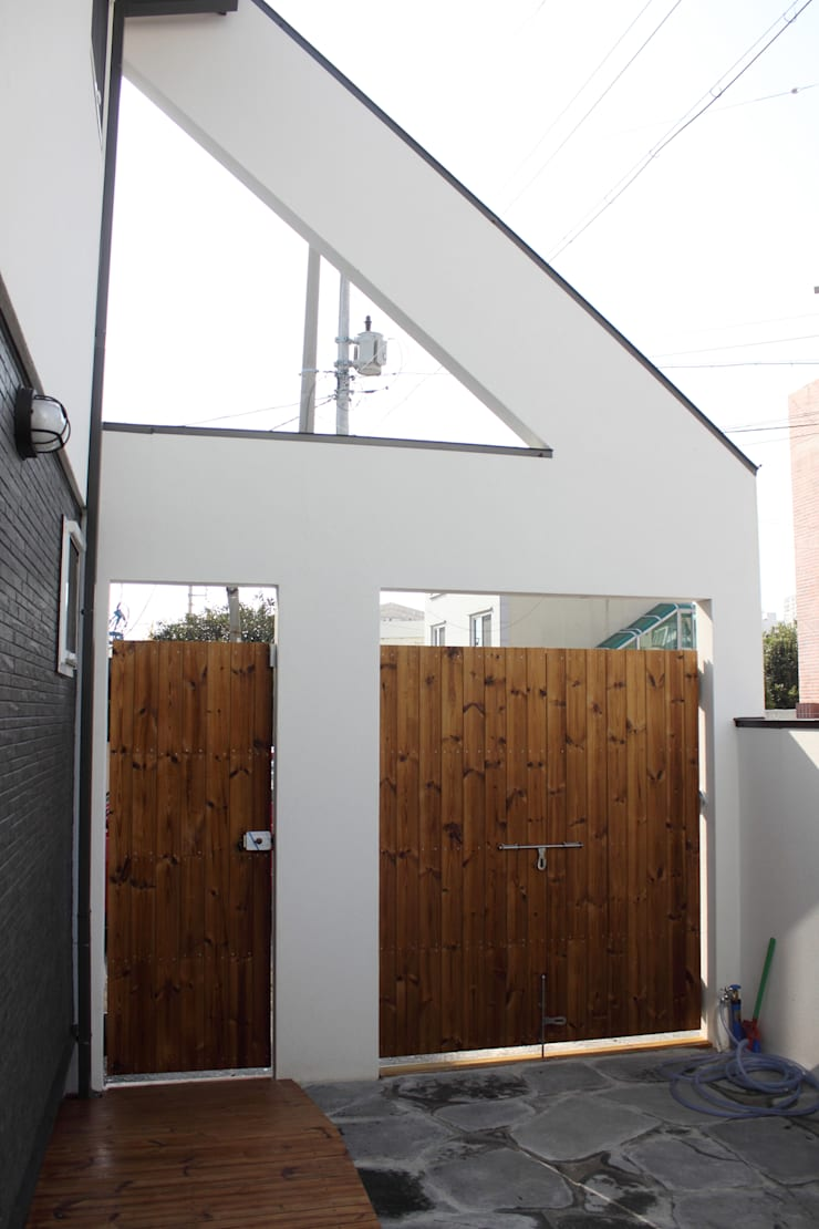 여수 국동 신혼부부의 둥지주택: 꿈꾸는목수의  창문
