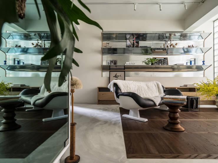 Salones de estilo  de 鄭士傑室內設計