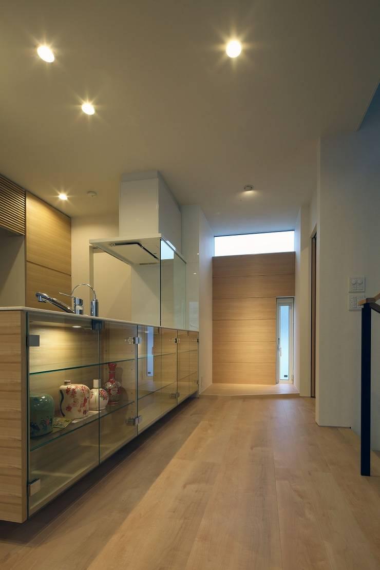 Cocinas de estilo  de 富谷洋介建築設計, Moderno
