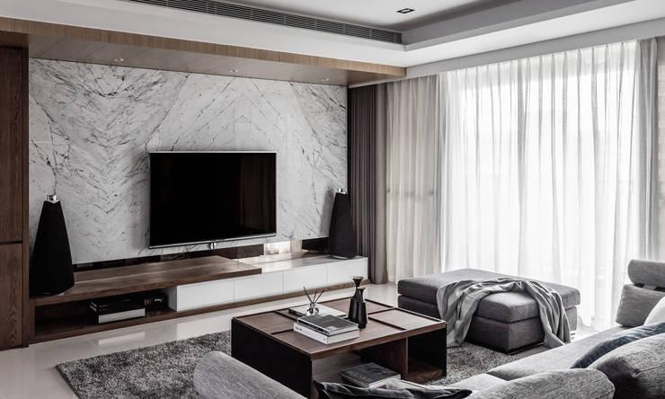 新北 林口 Lin residence (林口 世界首席 / 國家一號院):  客廳 by 双設計建築室內總研所