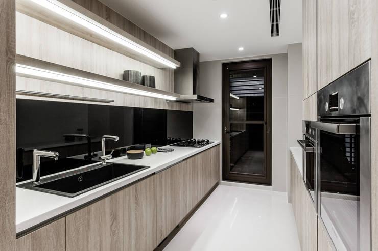 新北 林口 Lin residence (林口 世界首席 / 國家一號院):  廚房 by 双設計建築室內總研所