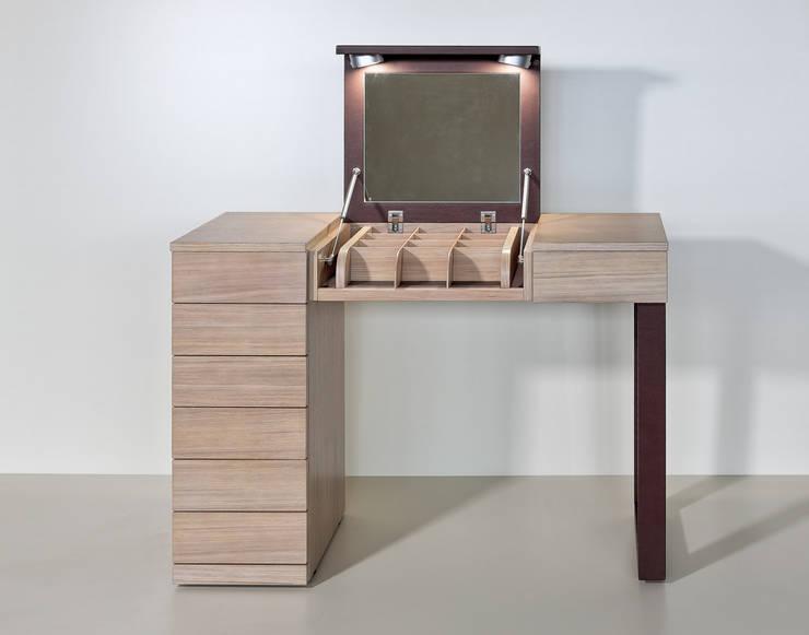 Консольный столик от компании Lumi: Гостиная в . Автор – LUMI