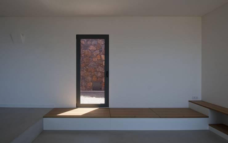 Salas / recibidores de estilo  por Mayer & Selders Arquitectura