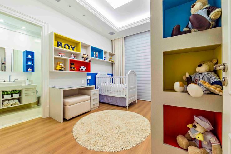 Детские комнаты в . Автор – TRÍADE ARQUITETURA, Классический