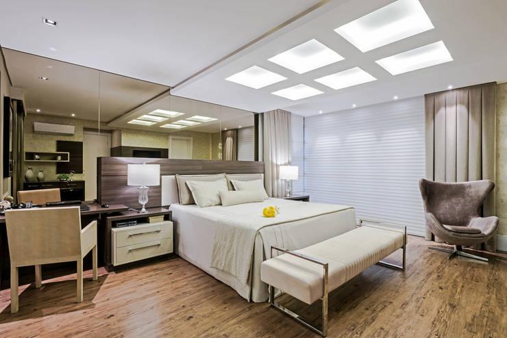 Dormitorios de estilo moderno por TRÍADE ARQUITETURA