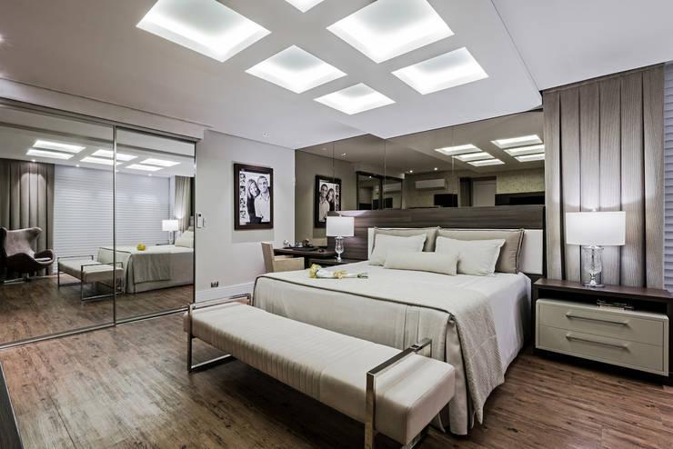 Habitaciones de estilo  por TRÍADE ARQUITETURA