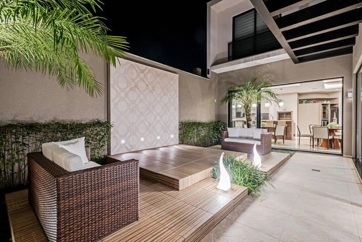 Jardines de invierno de estilo moderno por TRÍADE ARQUITETURA