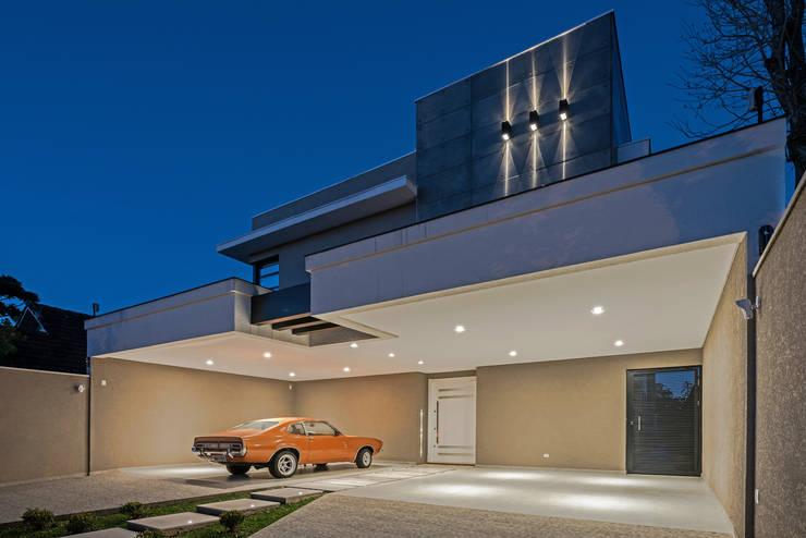 Casas de estilo  por TRÍADE ARQUITETURA