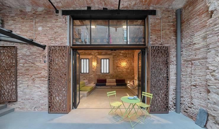 Terraza Poble Sec: Terrazas de estilo  de N.A. Construcción