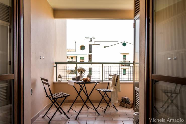 陽台、門廊與露臺 by MICHELA AMADIO - Valorizza e Vendi