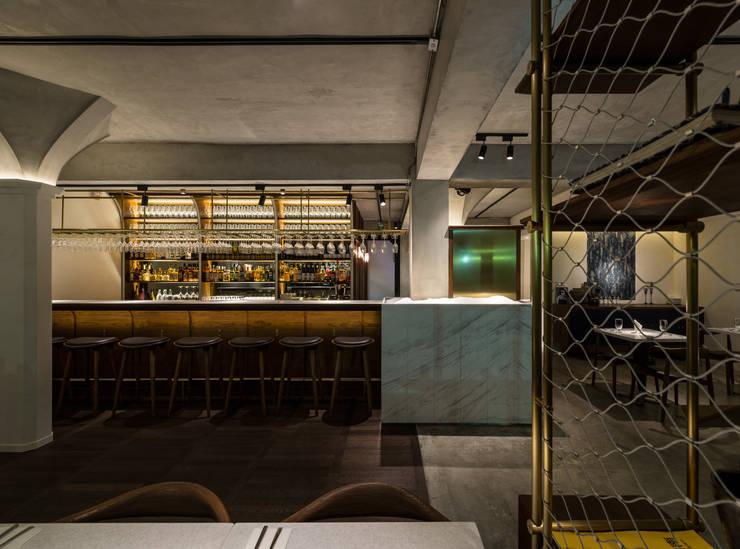 Bar:  酒吧&夜店 by 鄭士傑室內設計