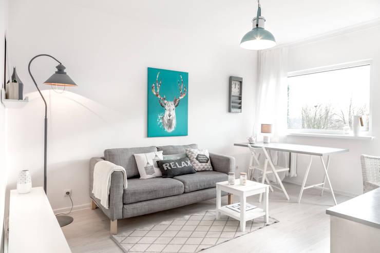 Living room by Pasja Do Wnętrz, Scandinavian