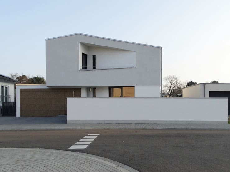 Einfamilienhaus Waghäusel: ausgefallene Häuser von Miccoli ARCHITEKTUR+IMMOBILIEN Atelier