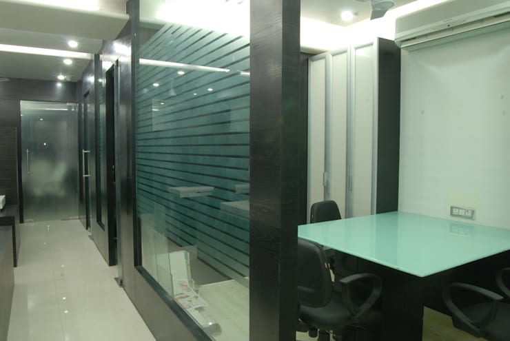 office interior:  Study/office by kalky interior