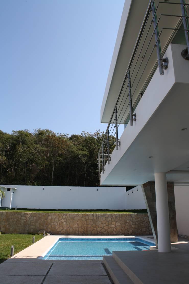 Alberca Zen: Albercas de estilo  por MÈNDEZ arquitectos