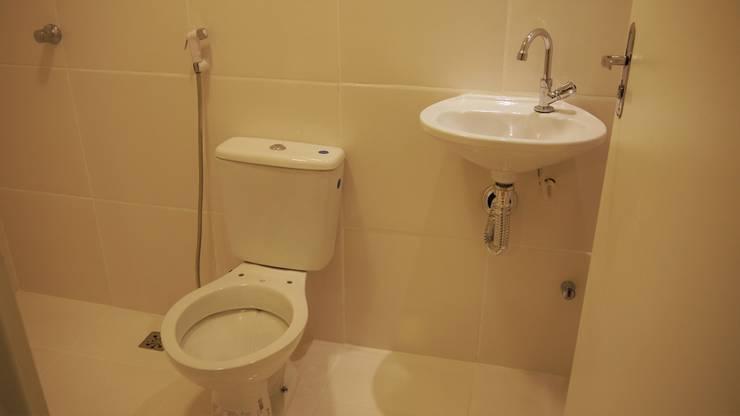 Bathroom by Casa Container Marilia - Arquitetura em Container