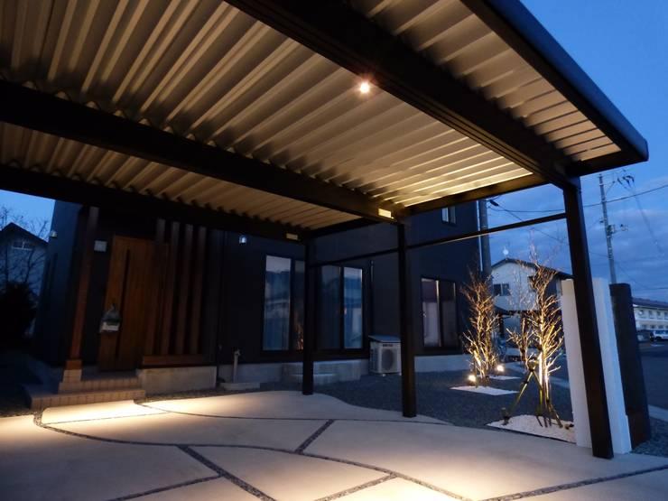 โรงรถและหลังคากันแดด by エクステリアモミの木 | エクステリア&ガーデンデザイン専門店