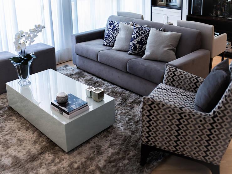 غرفة المعيشة تنفيذ CasaQuadrada Arquitetura e Interiores