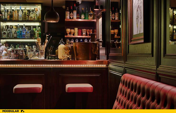 Moodular – Duck&tales cocktail room : Salas de jantar  por MOODULAR