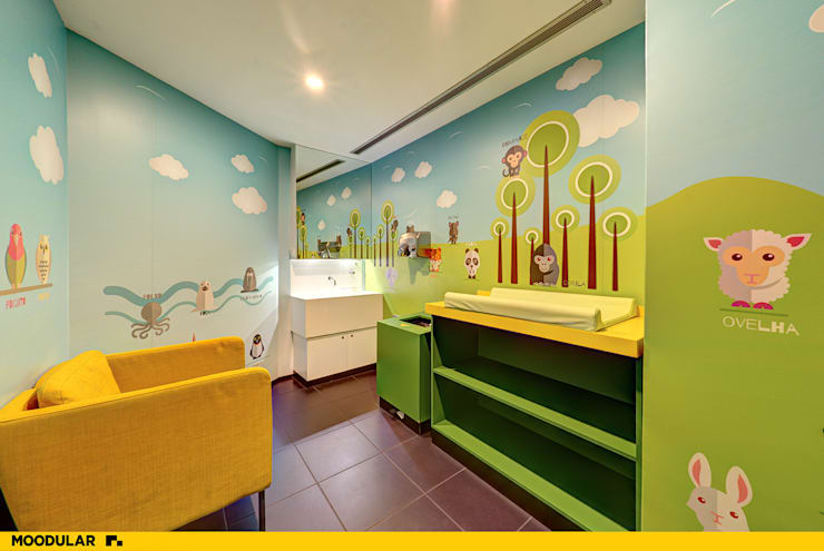 Moodular – WC Família Fórum Coimbra: Casa de banho  por MOODULAR