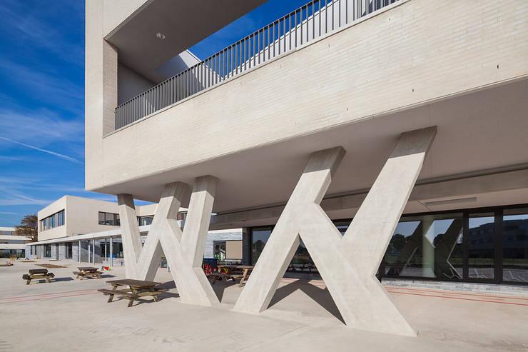 SCHOOL CAMPUS PEER, BELGIUM:  Huizen door Bekkering Adams architecten, Modern