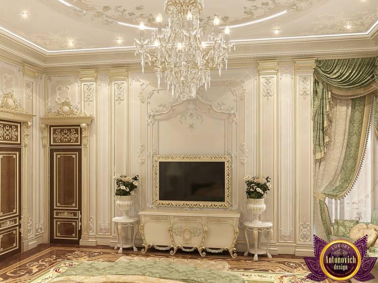 Sumptuous bedroom design of Katrina Antonovich:  Bedroom by Luxury Antonovich Design