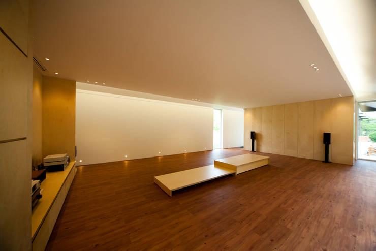횡성공방: SIE ARCHITECTURE의  거실,모던