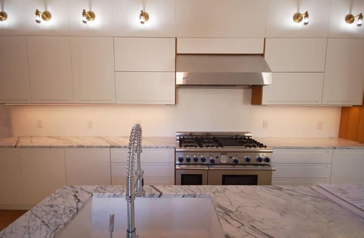 Brooklyn Brownstone:  Kitchen by SA-DA Architecture