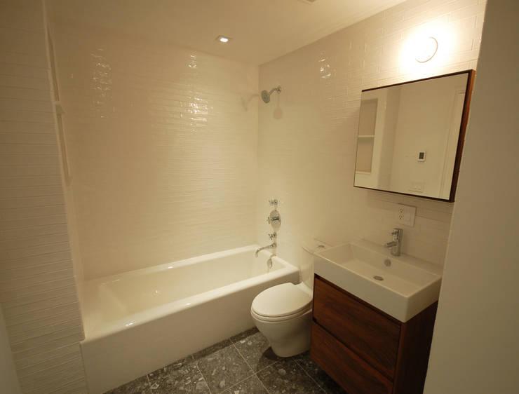 Baños de estilo  por SA-DA Architecture