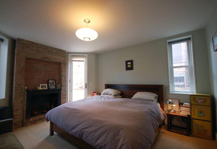 Washington Avenue Brownstone:  Bedroom by SA-DA Architecture