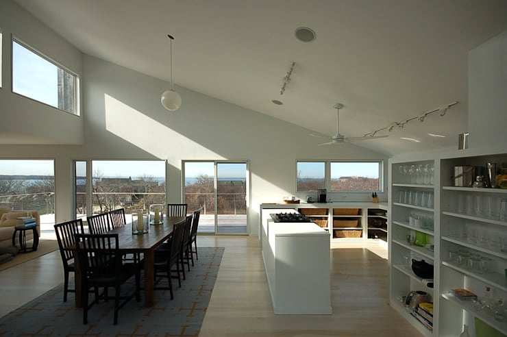 Montauk House:  Dining room by SA-DA Architecture