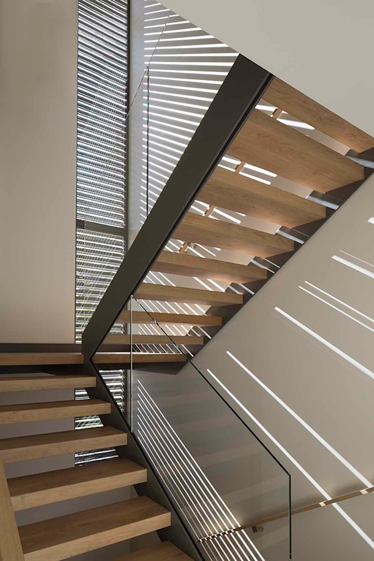 The Lantern House:  Corridor & hallway by Feldman Architecture