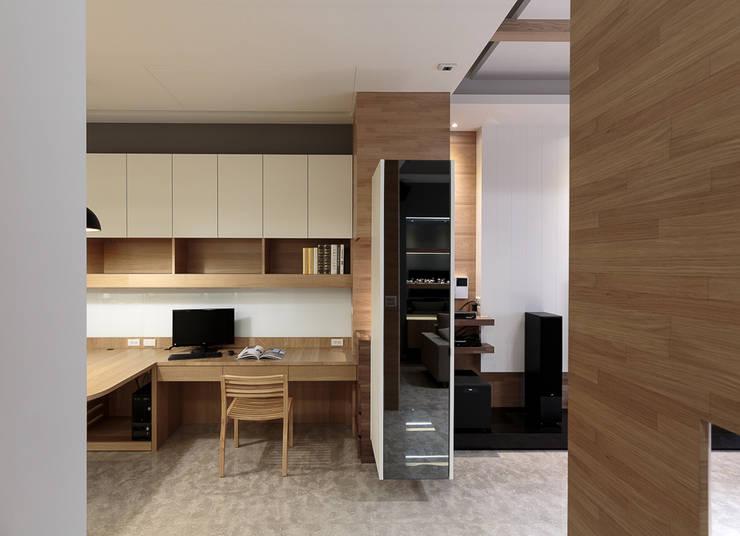 無印良品風:  書房/辦公室 by IDR室內設計