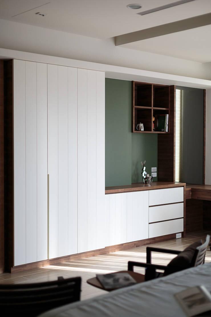 無印良品風:  臥室 by IDR室內設計